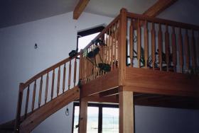 Galerie pro dřevěné samonosné schodiště