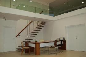 Zavěšené schodiště dřevo - kov