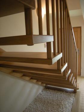 dřevěné samonosné schodiště typ Bolzen